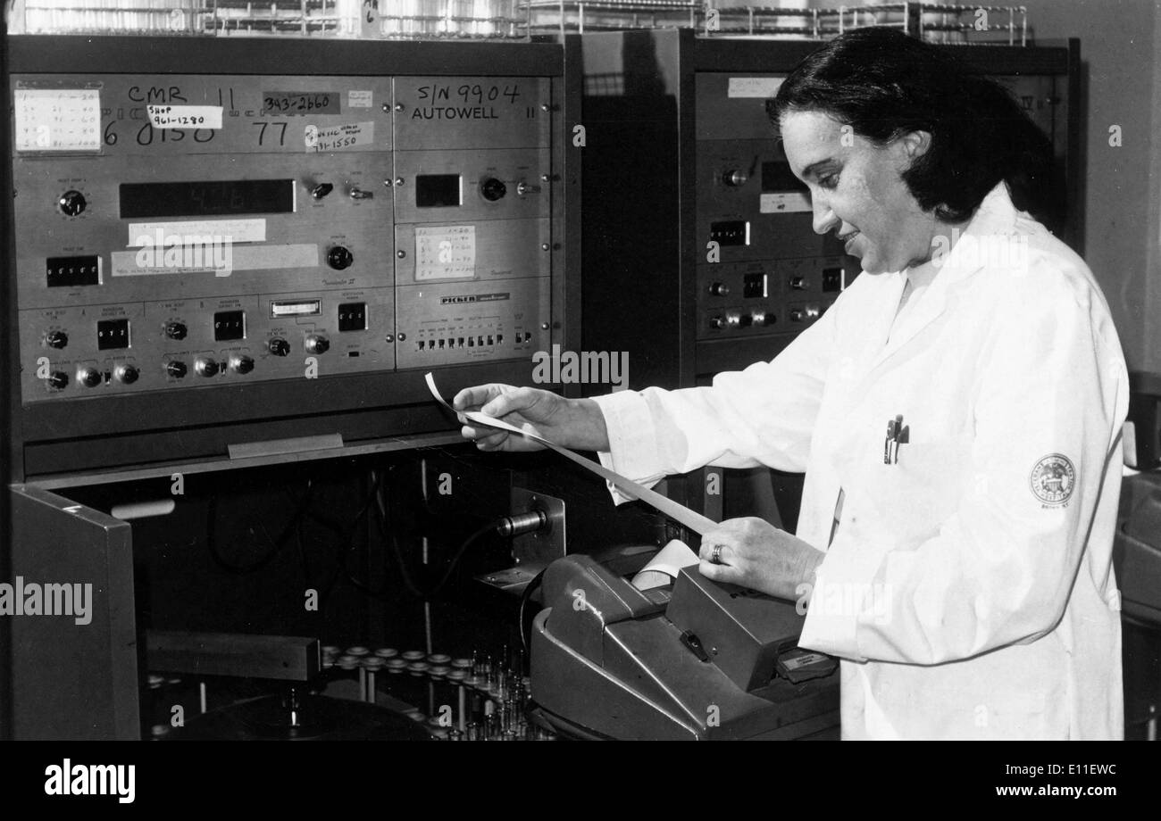 Oct 05, 1977; New York, NY, USA; Member of the Bronx Veterans Hospital, Dr. ROSALYN S. YALOW, 1977 Nobel Prize of Stock Photo