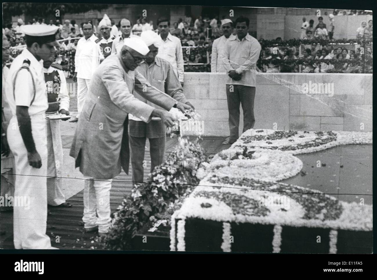 Oct. 10, 1977 - President Neelam Sanjiva Reddy paying homage at Mahatma Gandhi;'s (Father of the Nation) Shrine at Raj Ghat in New Delhi on Sunday morning - Stock Image