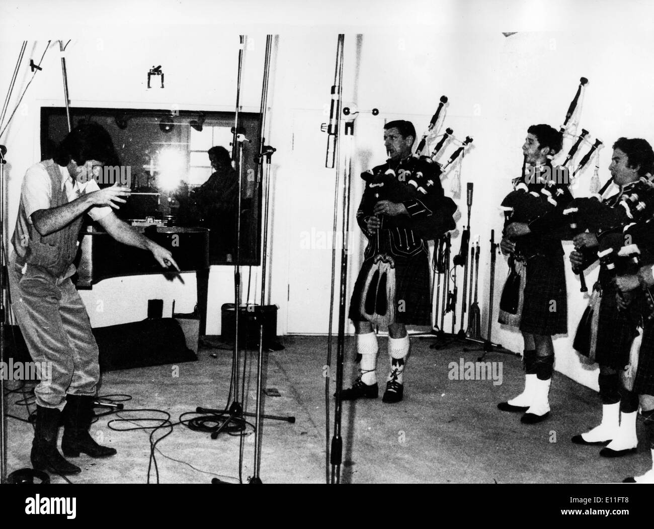 Nov 04, 1977; Campbeltown , Scotland; Singer, Songwriter, PAUL MCCARTNEY former member of the famous pop group 'The Beatles' recording with his band 'Wings'.. (Credit Image: KEYSTONE Pictures USA/ZUMAPRESS.com) - Stock Image