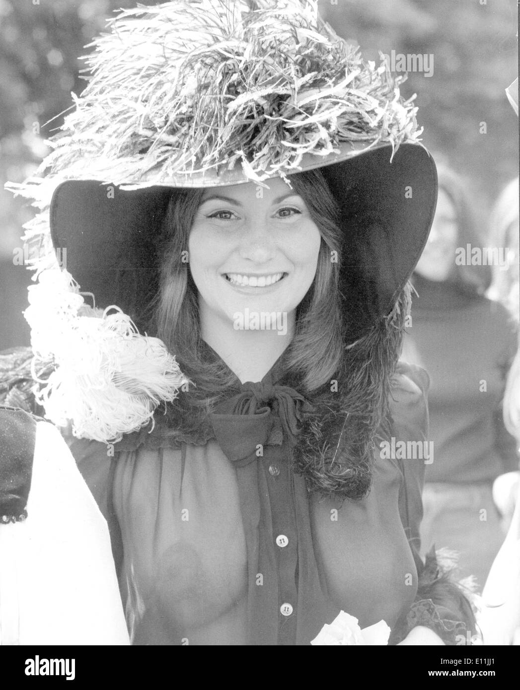 actress linda lovelace shock in royal ascot outfit stock photo
