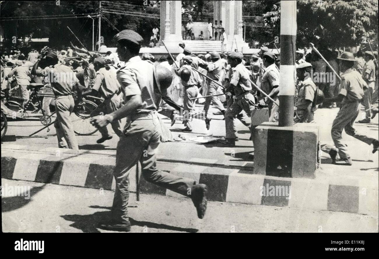 Sep. 09, 1978 - Police charge in Luckow: Police charging in this to disperse rw processionists belonging to the Naujawen Sabha and Students Federation, when they tried to break the police cordon at Hazaratganj G.P.O. park near Coucil House in Lucknow, India. - Stock Image