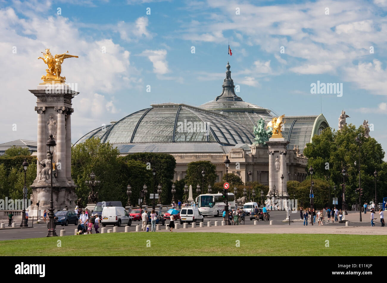 Grand Palais in Paris, Frankreich - Grand Palais and Pont Alexandre III in Paris, France Stock Photo
