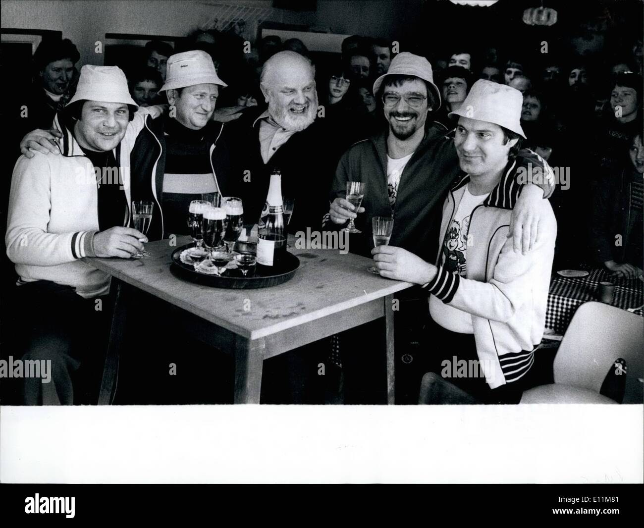 Feb. 02, 1979 - Exactly at 2.04 p.m. February 18th 1979 DIETER BRNEGGEMANN (29), HANS PLEYE (45), DIETER JANTZEIT (27) and NORBERT BRIJEGGMANN (32), from left to right, after 144 hours playing per - manence -skat, laid down the cards and rank toast on their new world-record. In the middle, without hat, the man whd had controlled the world -record - trial, mayor SIDPELVEYER. The four citizens of Georgsmarienhuette near Osnabrueck/West -Germany intend to give the, at the trial earned money to the ''Action Problem Child'' which helps ill children - Stock Image