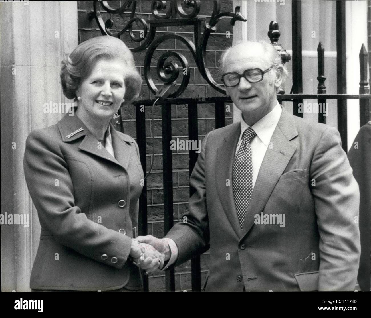 May 05, 1979 - Mr. Jack Lynch meets Mrs, Thatcher: Mr. Jack Lynch, the Irish Prime Minister, this afternoon called on Mrs. Margaret Thatcher at No.10 Downing Street. He was the first foreign head of government to visit her since she came to power. Photo shows Mrs. Thatcher shakes hands with Mr, Lynch at No 10 Downing Street today. - Stock Image