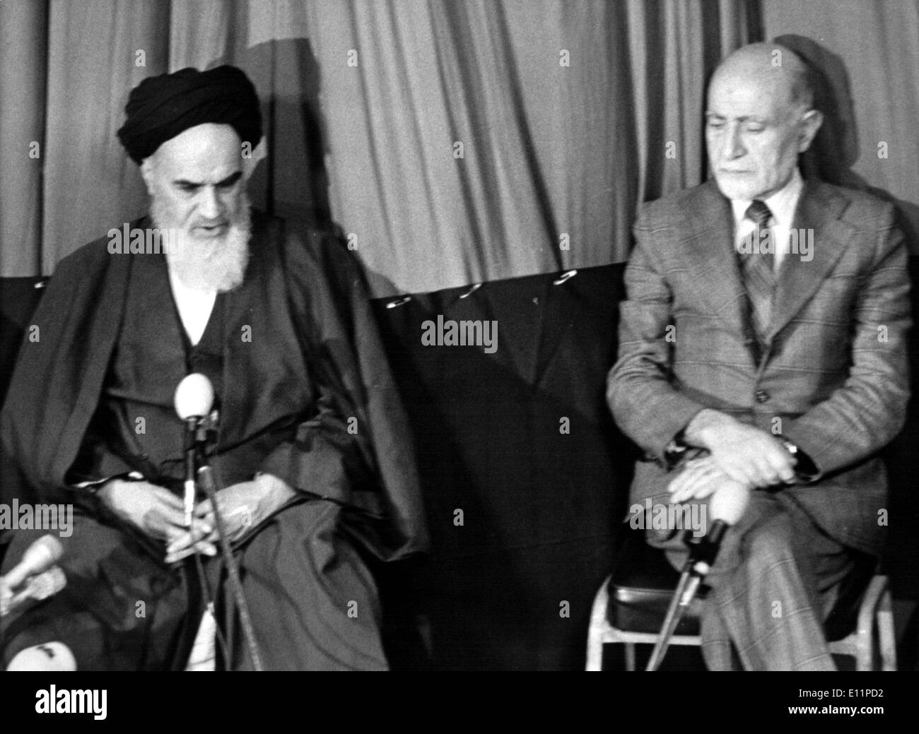 1003812 (900326) Premierminister Mehdi BAZARGAN (rechts), iranischer Politiker, und Ajatollah KHOMEINI, (24.09.1902 - - Stock Image