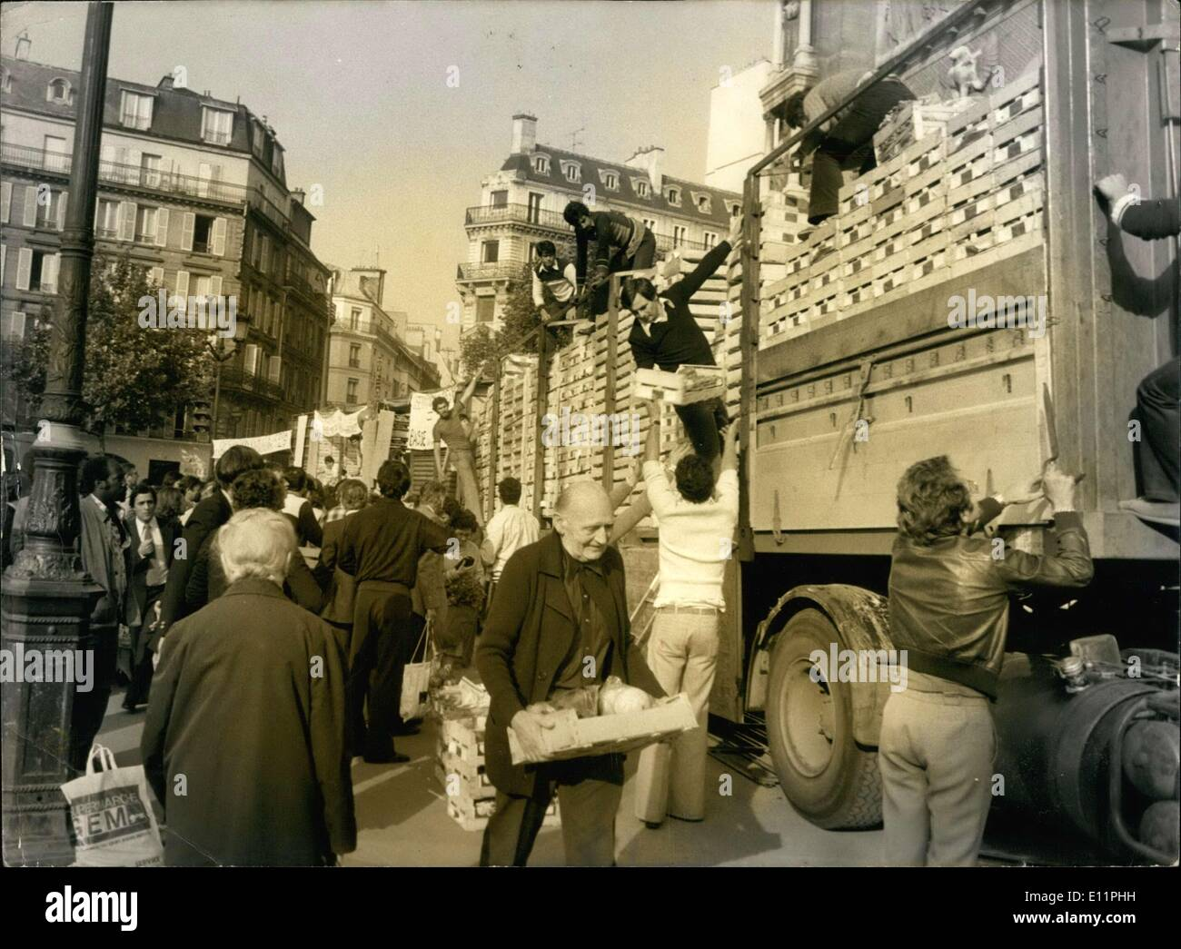 Aug. 28, 1979 - Direct Selling of Fruits and Vegetables in Paris - Stock Image