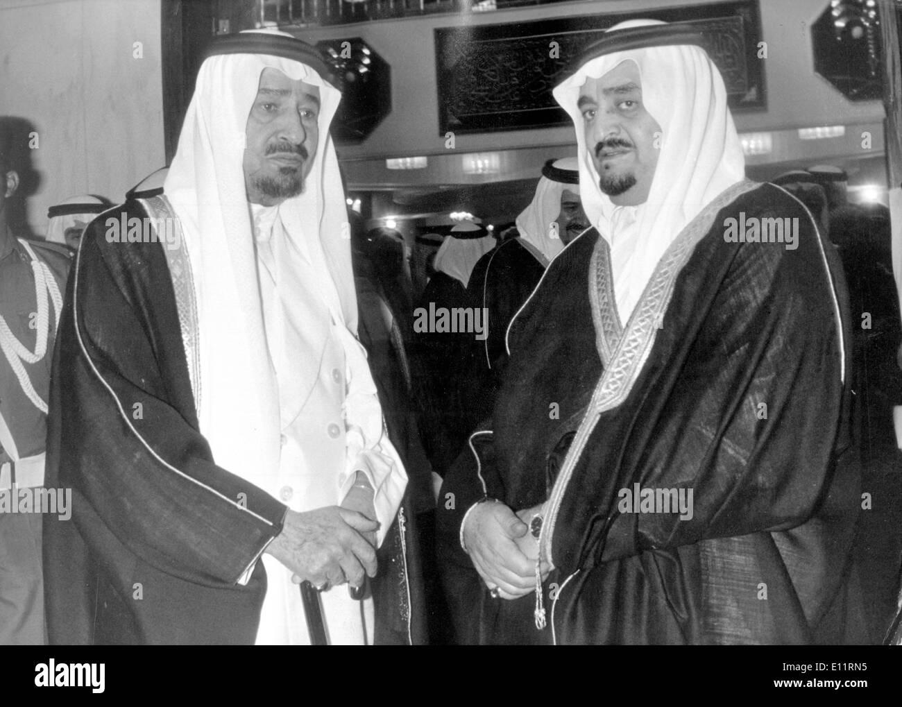 5508075 (900326) Koenig KHALED von Saudi-Arabien (links) und Prinz FAHD von Saudi-Arabien im Koenigspalast in Riyadh (Ryad), - Stock Image