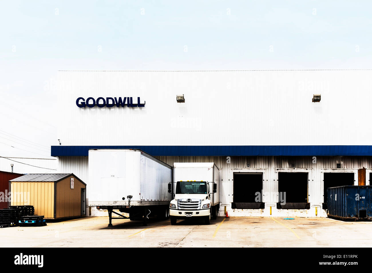 The loading docks, building and trucks of a Goodwill charitable organization in Oklalhoma City, Oklahoma, USA. - Stock Image