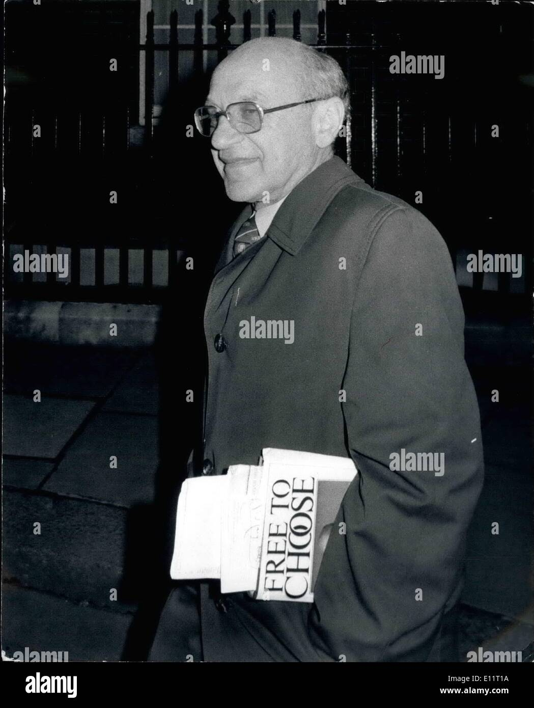 Feb. 02, 1980 - Prof. Milton Friedman Calls on Mrs. Thatcher: Prof. Milton Friedman, a Nobel laureate and professor at the University of Chicago, spent an hour at No 10 Downing Street last night in discussion with Mrs. Thatcher and other ministers. Prof. Friedman had made a recent statement saying that Mrs. Thatcher's Government was not ''getting its economic policy quite right''. The Prime Minist has long been an admirer of the Friedman philosophy with its emphasis on curbing inflation and reducing State intervention. Photo shows Prof - Stock Image