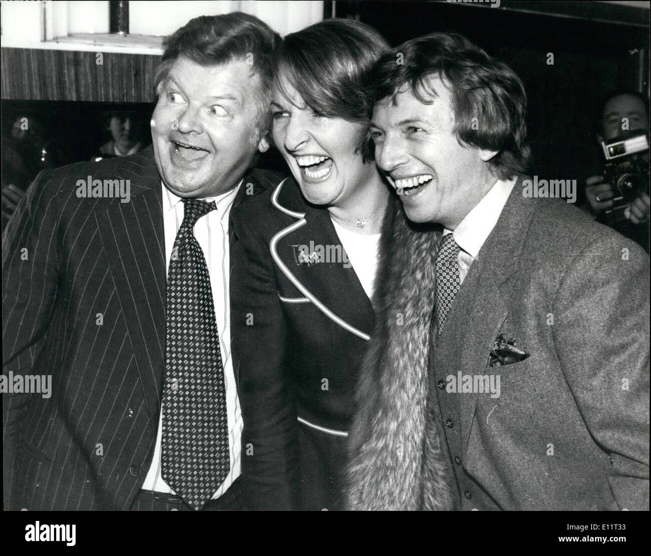 Feb. 02, 1980 - TOMMY STEEIE IS SHOW BUSINESS PERSONALITY OP 1575 TOMMY STEELE was named Show Business Personality of 1979 by the Variety Club of Great Britain at its 28th annual Show Businees Awards lunoheon held at the Savoy Hotel today. PHOTO SHOWS: Seen during the luncheon, Benny Hill(BBC TV Personality ) and Penelope Keith pictured during the luncheon today. - Stock Image
