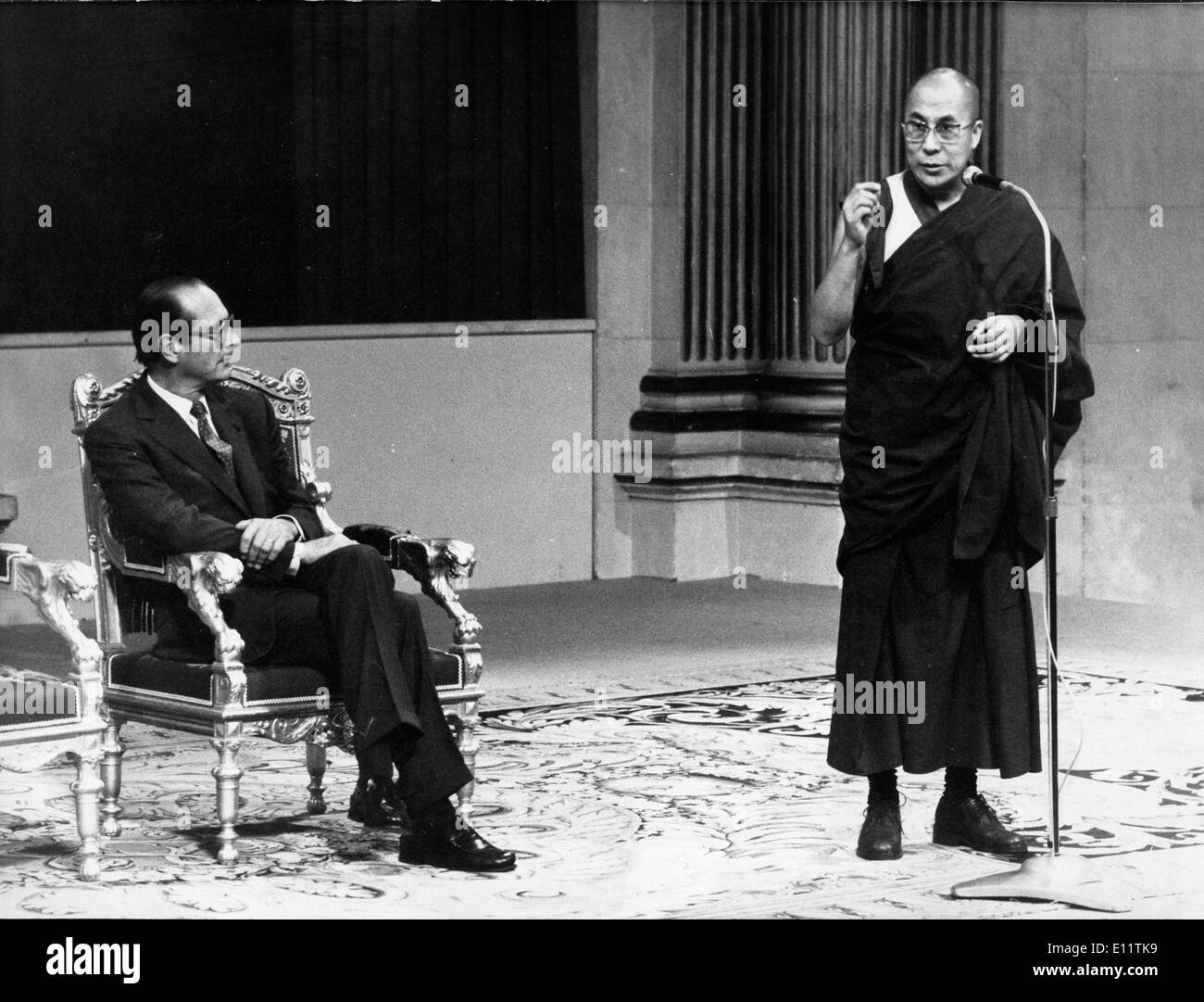 Tibetan spiritual Religious leader 14th DALAI LAMA in a meeting with French politician JACQUES CHIRAC - Stock Image
