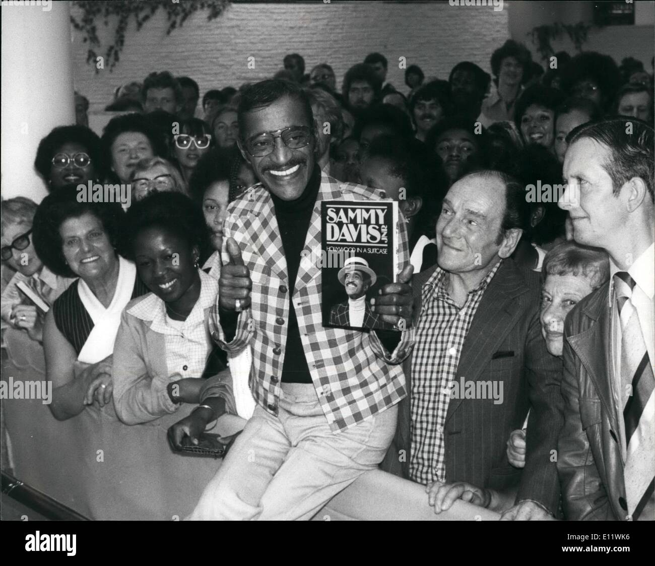 Sep. 09, 1980 - Sammy Davis sign copies of his book at Selfridges.: Sammy Davis Jnr. made personal appearance and signed copies - Stock Image