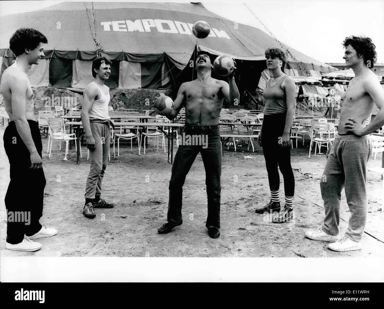 Jun. 06, 1980 - Also in the circus-tent the Gods set before success the perspiration: This sad experience make at the present time 15 juveniles in the age between 19 and 27 years - the pupils of the first and till now solitary circus-school in West-Germany. ''Tempodrom'' is the name for the place on the Alten Potsdamerplatz in Berlin, where the circus-pupils come together. Under the motto ''Patience is the most importance'', the artists in spe got educated in all subjects out of the circus-life by the founder of the school and by skilled artists - Stock Image