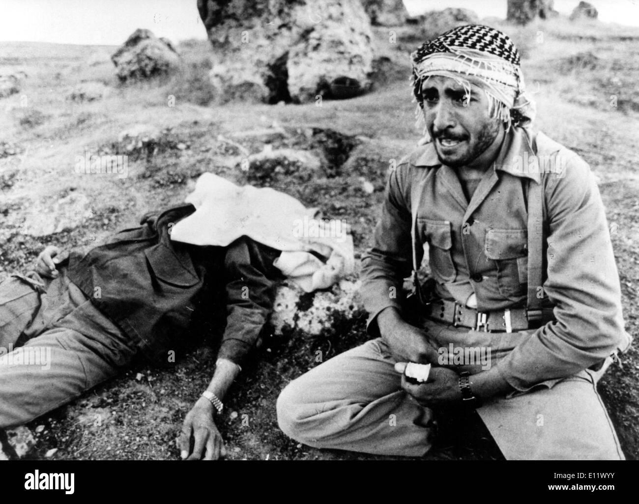 5087913 (900324) Krieg - Iran - Irak, ein iranischer Soldat betrauert seinen toten Bruder, September - Oktober 1980. 'Jede - Stock Image