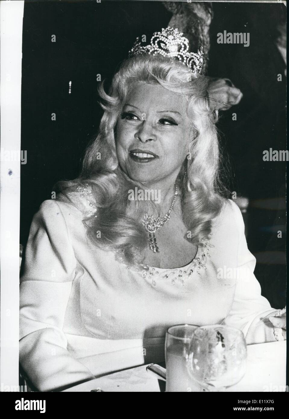 Oct. 10, 1980 - Mae West in Hospital: Veteran American screen goddess Mae West lies seriously ill in hospital in the US after suffering a stroke. The glamorous actress, now aged 88, is famous for her witticisms such as ''Come up and see me sometime''. Photo Shows In 1978, aged 86, still glamorous Mae West attends a film premiere in Los Angeles. - Stock Image