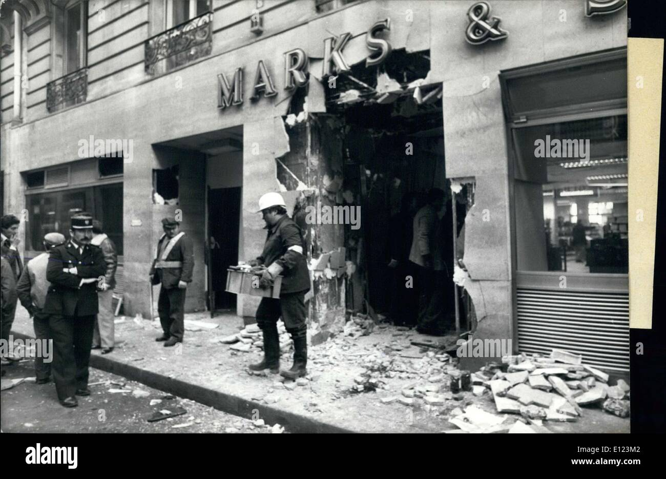Feb. 25, 1985 - Cleanup at Marks & Spencer store in Paris that was bombed - Stock Image
