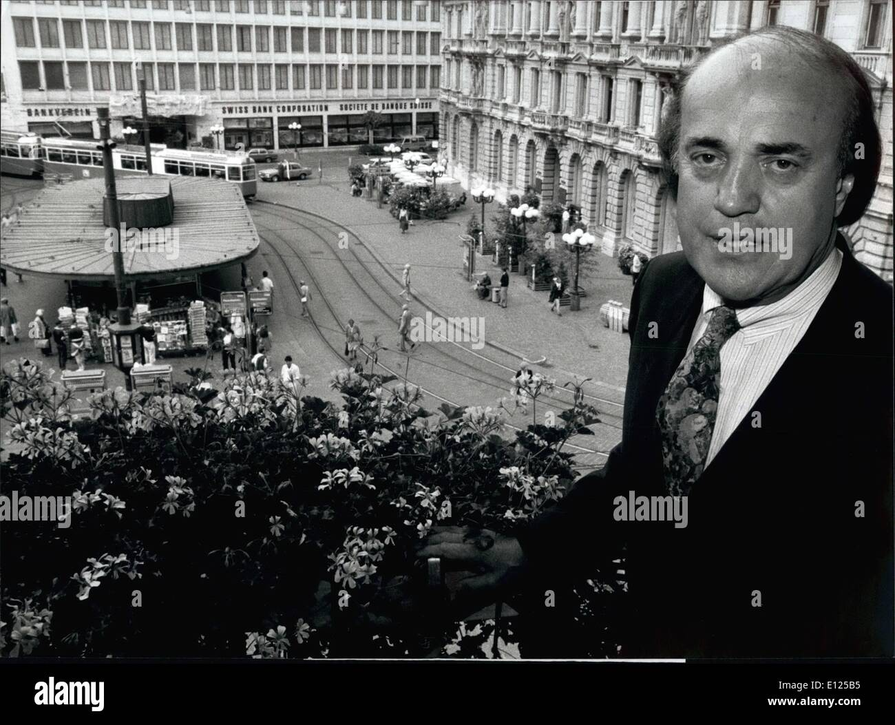 Sep. 09, 1991 - Peter Arnett in Zurich. The famous Gulf War reporter Peter Arnett has visited Zurich these days. Our picture shows him in front of the Parade place. 18-9-1991 - Stock Image