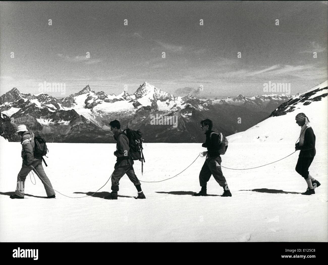 Jul. 07, 1992 - Mountaineering In Ice And Snow: Summer is high season for hiking tours high up in the alps of Switzerland: - Stock Image