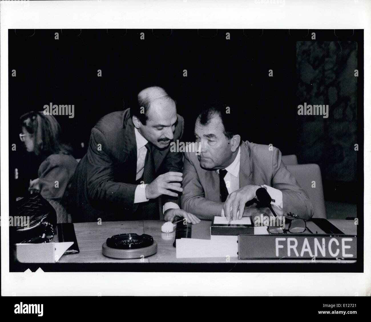 Aug. 08, 1990 - United Nations: Kuwaiti permanent representative Mohammad A. Abulhasan left and France's permanentStock Photo
