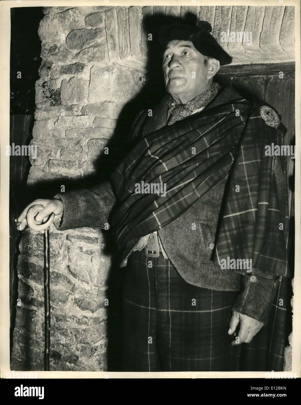 Dec. 09, 2011 - Filming ''Trouble in the Glen''. at Elstree. Victor McLaglen as chief of the Tinkers: - Stock Image