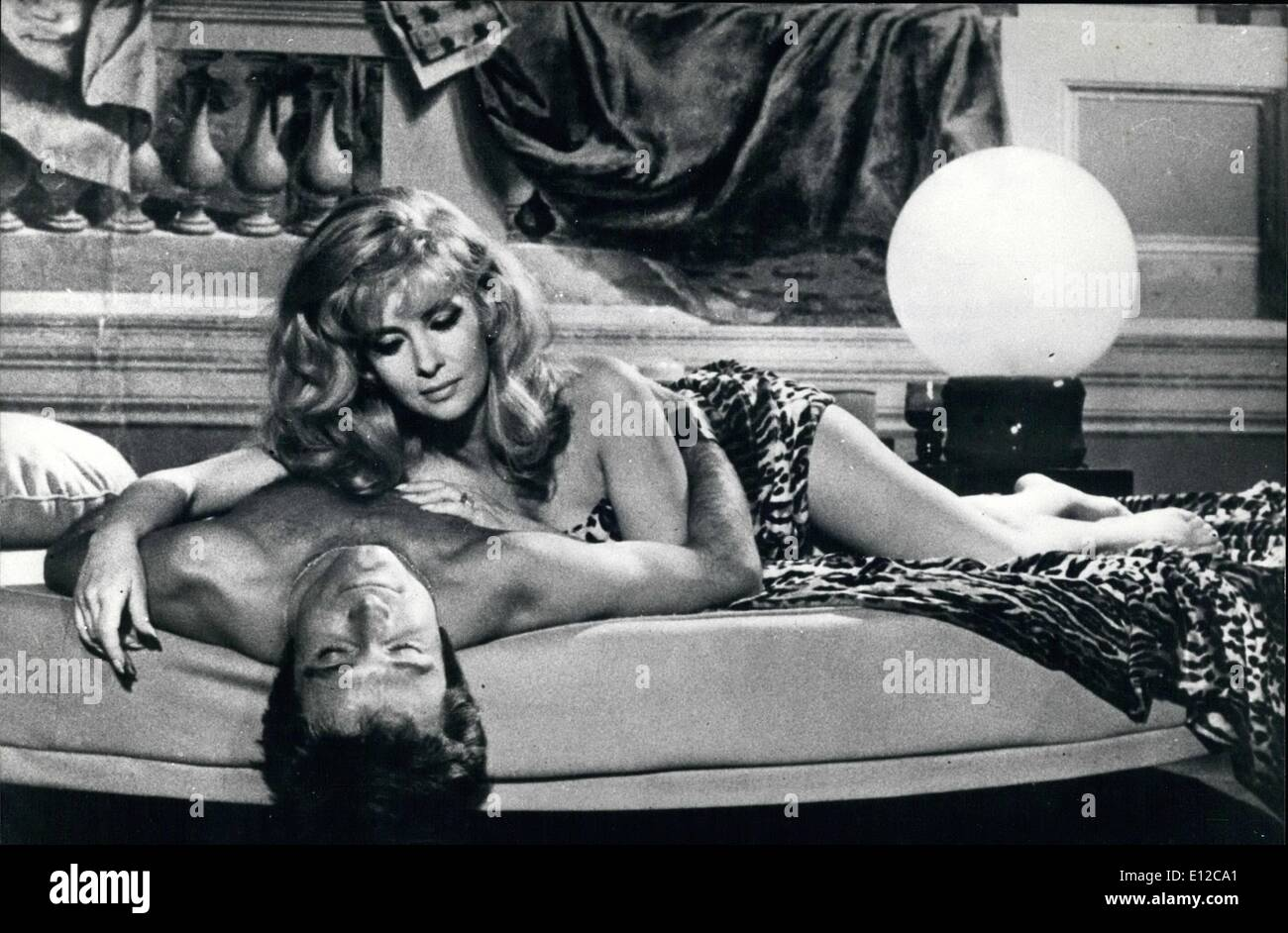 Dec. 16, 2011 - Seducent actress Gina Lollobrigida playing the role of a millionaire business woman in the film 'Stuntman'' that is turned now in Rome. Photo shows actress Gina Lollobrigida with Robert Viharo in the scene of the film ''Stuntman' - Stock Image