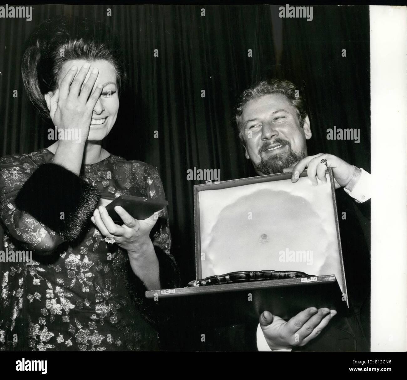 Dec. 16, 2011 - Sophia Loren presented with Gold Star Award when she attends the premiere of her film. Sophia Loren - Stock Image