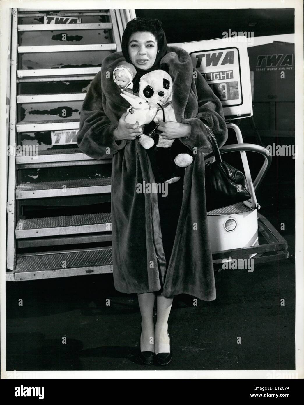 Dec. 14, 2011 - Idlewild Airport, N.Y., Jab 15th: British Cabaret Singer, Shirley Bassey arrived here this morning VIA TWA From - Stock Image