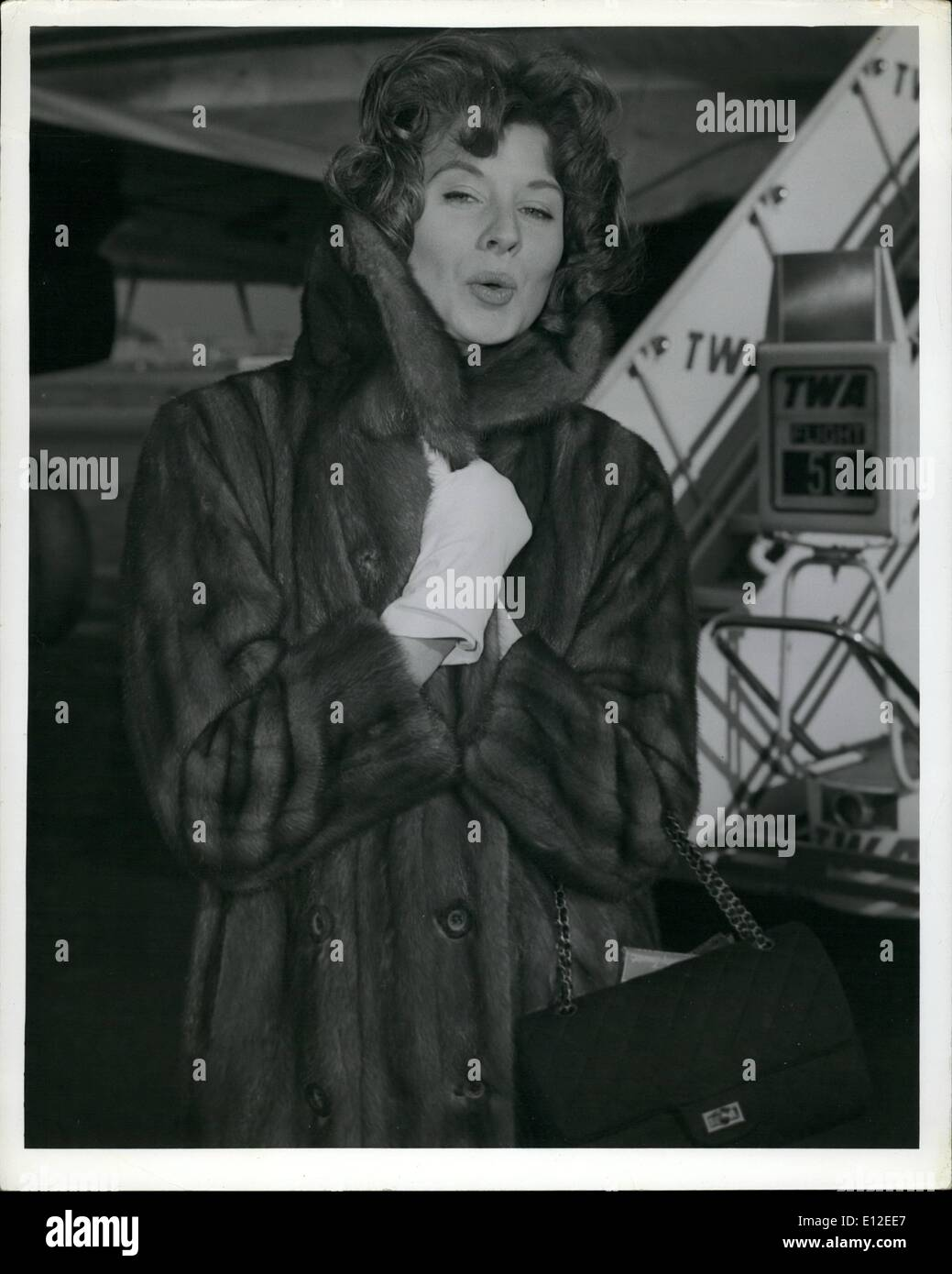 Dec. 20, 2011 - Idlewild Airport, N.Y., Nov 7 - Suzy Parker came prepared for this morning's brisk weather, as she arrived here - Stock Image