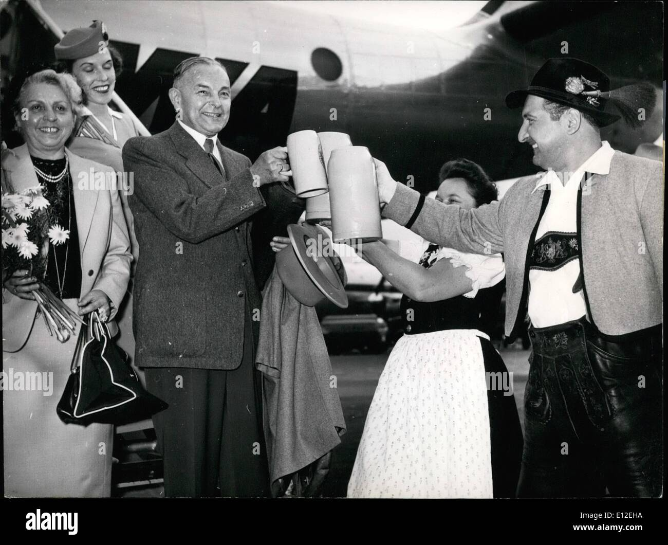 Dec. 16, 2011 - Bavarian Prime Minister Dr. Ehard departs for America. On Frankfurt's Rhine Main Air Base, the Bavarian Prime Minister Dr. Ehard bid goodbye to his friends, prior to his flight to the US. Picture shows the Bavarian Prime Minister and Mrs. Ehard (left) Keystone Munich 16 June 1953 - Stock Image