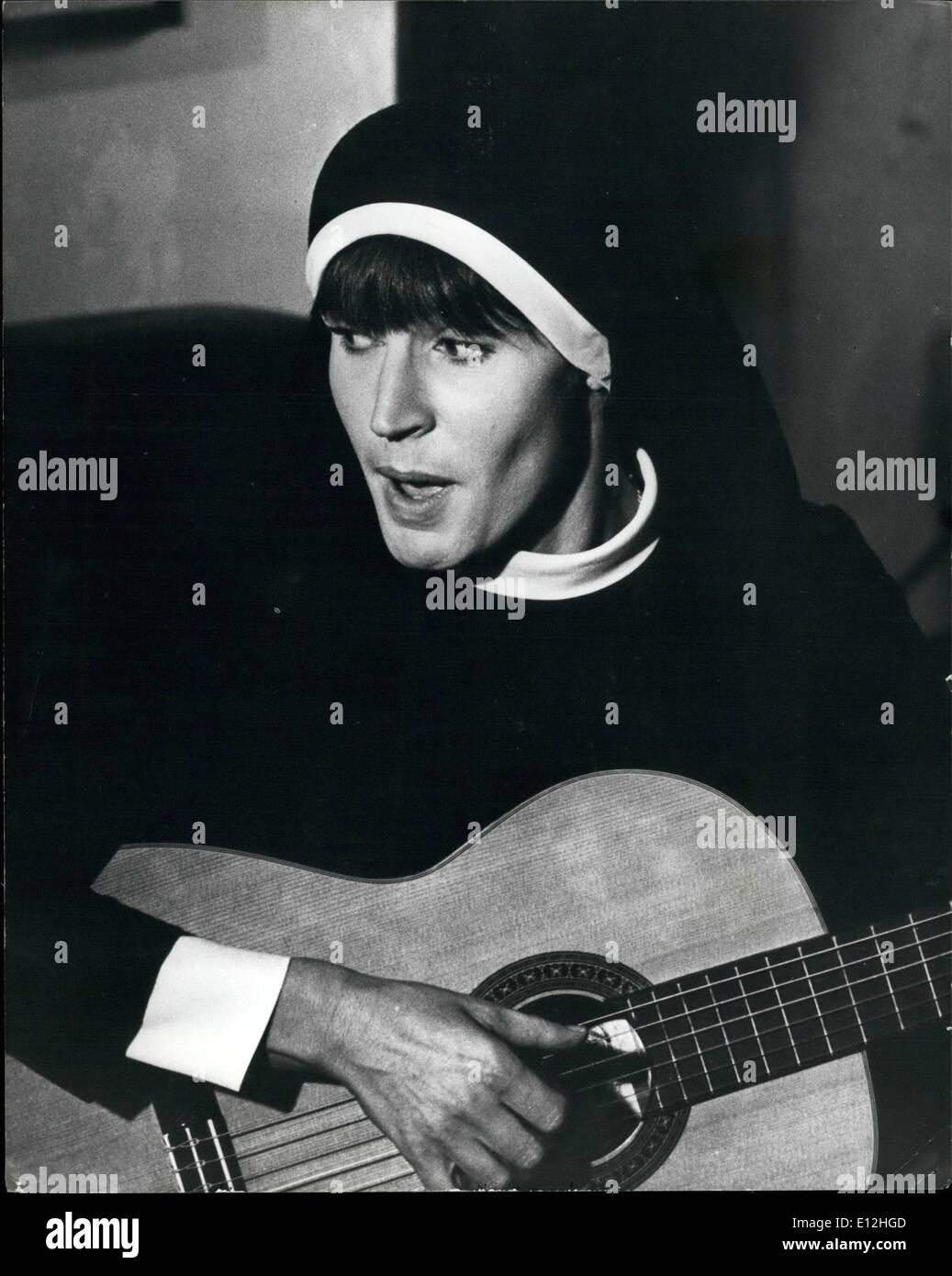 Feb. 24, 2012 - Recording Star Turns Num: Popular recording star Helen Redy has become a nun. At least for the purpose of a new - Stock Image