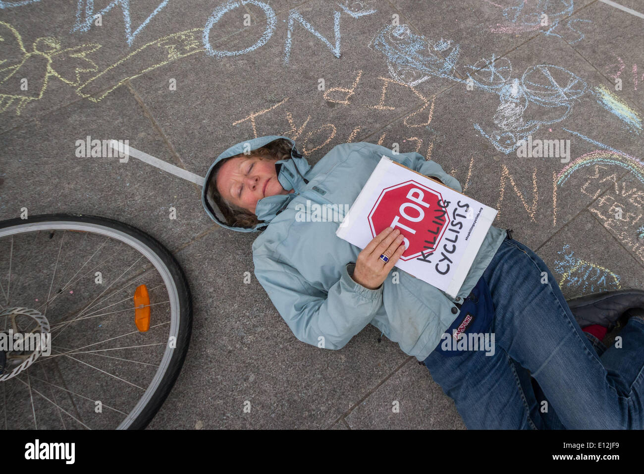 London, UK. 21st May, 2014. Jenny Jones of the Green Party joins the London cycling protest 'die-in'. Credit:  Guy Corbishley/Alamy Live News - Stock Image