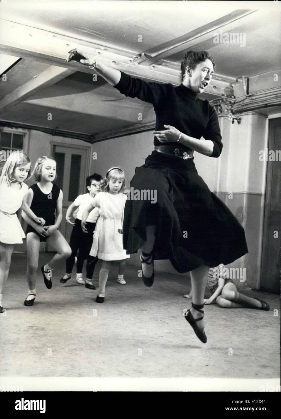 Feb. 26, 2012 - Teacher dances to the mirror and watches her class behind. Daphne Senhurst, Madame Rambert's - Stock Image