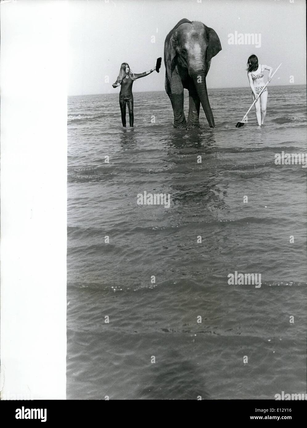 Feb. 26, 2012 - Strange things happen at the sea. and this is one of them. Linda Burley (left) and Denise Hunkins Stock Photo