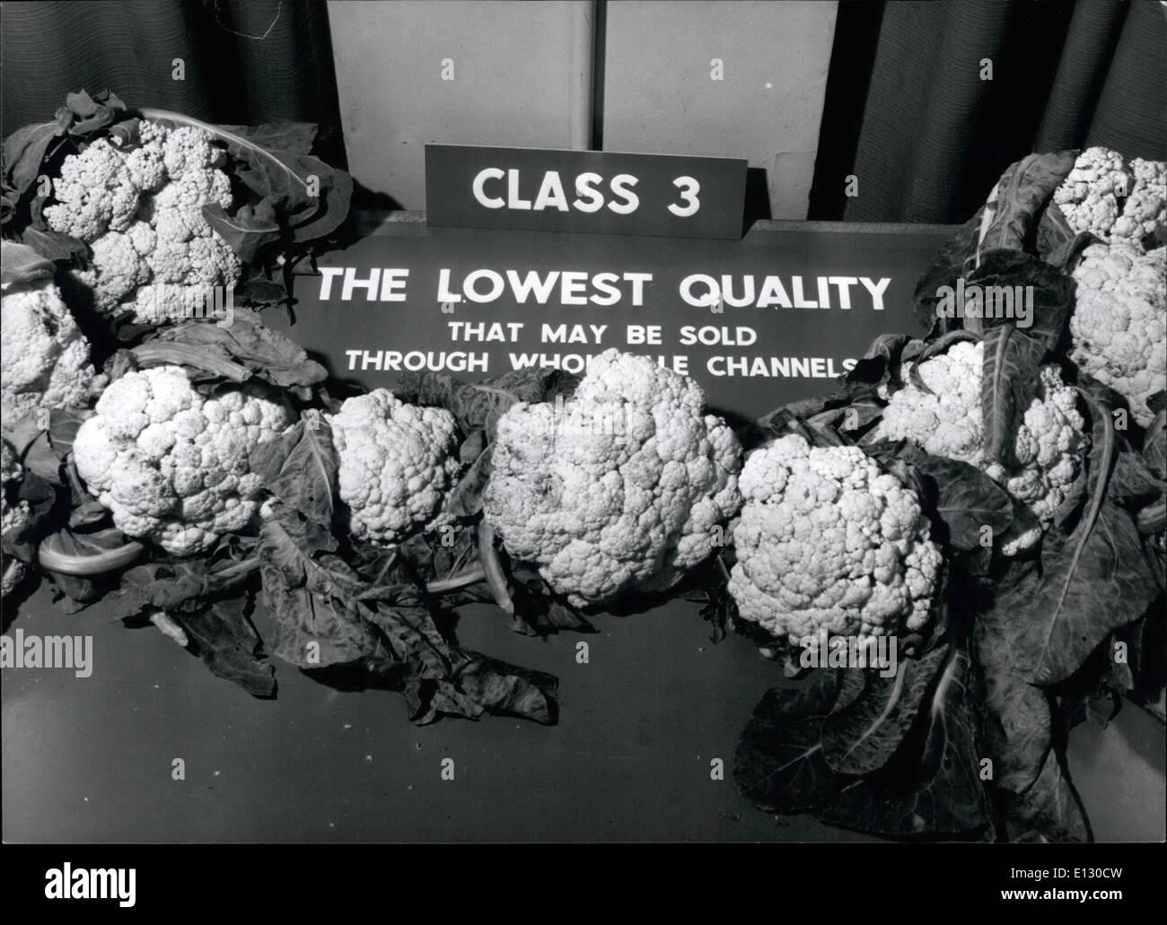 Feb. 26, 2012 - An instructor demonstrates cauliflower grades. - Stock Image