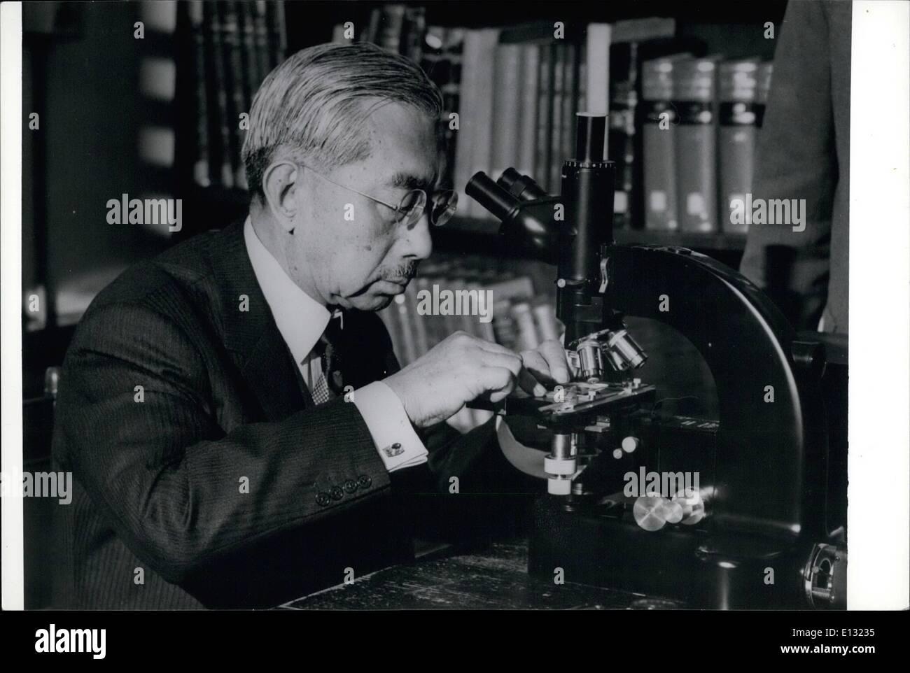 Feb. 26, 2012 - Emperor Hirohito celebrates his 72 birthday on April 29, 1973. Emperor Hirohito studying marine micro-organisms - Stock Image