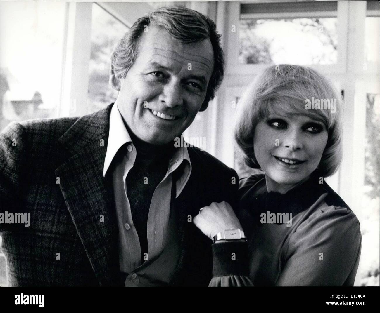 Feb. 26, 2012 - Film ''The Swiss Conspiracy'' With David Janssen And Elke Sommer Presently Being Shot in Munich: ''The Swiss Conspiracy'' is the title of the German-American feature film,which is presently being shot in Munich and Switzerland. It tells the story of an international blackmail case on a large scale in Switzerland. ''the Swiss Conspiracy'' is directed by the American director Jack Arnold. Photo shows. David janssen and Elke Sommer, who have among others leading roles, during the shooting. - Stock Image