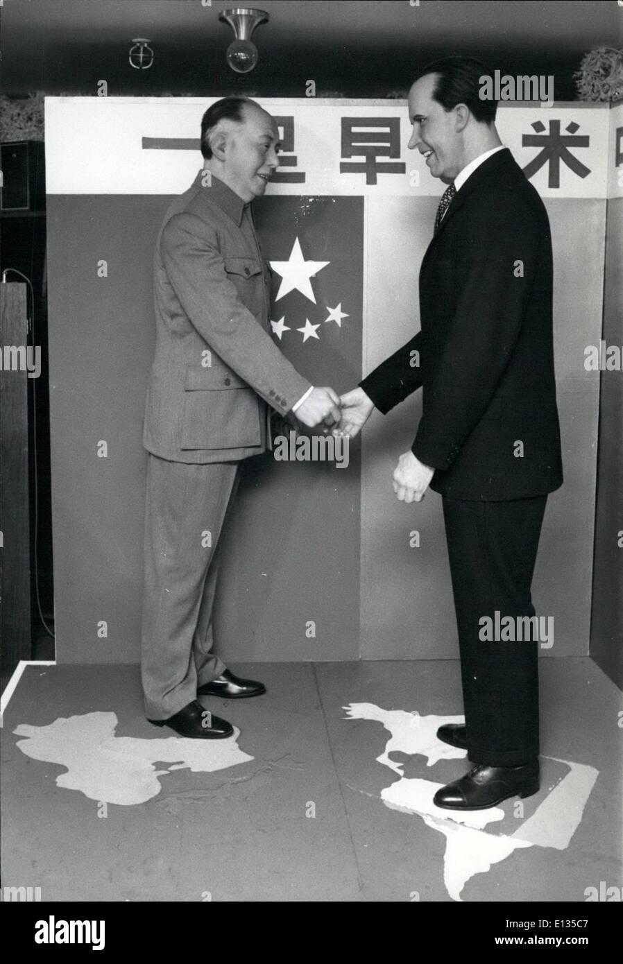 Feb. 26, 2012 - Mao meets Nixon in Tokyo. Tokyoites are able to get a pre-view of the forth coming of Mao Tse-tung and president Nixon in Peking next year by going to a department store in Ikebukuro, a district of Tokyo which is displaying the wax figures of the leaders of China and U.S.A. made in England at a cost of 10 million yen (2,000) - Stock Image