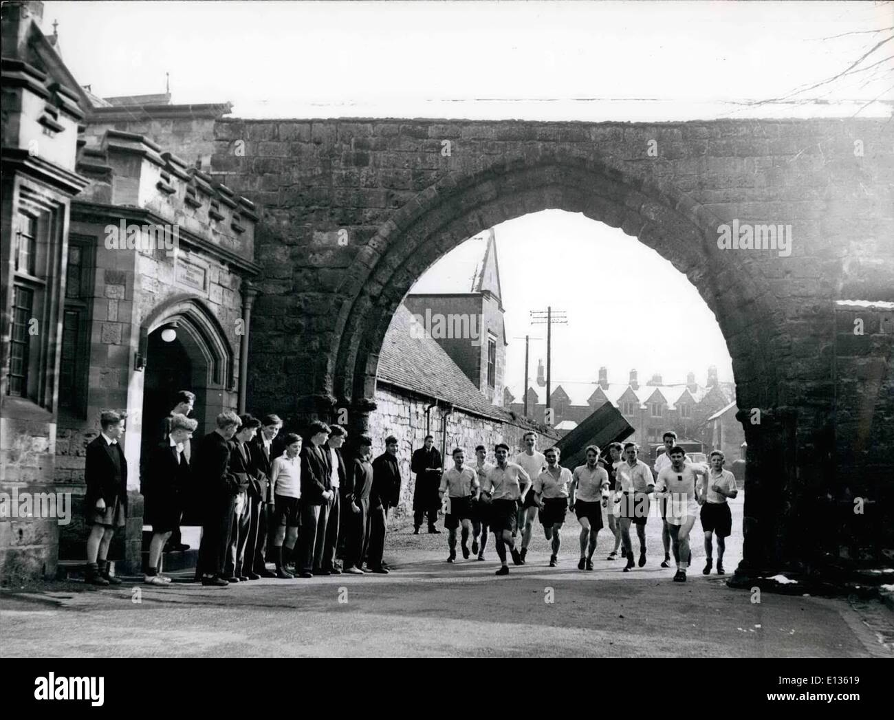 Feb. 28, 2012 - REPTON SCHOOL: A WEEKLY CROSS-COUNTRY RUN STARTS THE FAMOUS ARCH - Stock Image