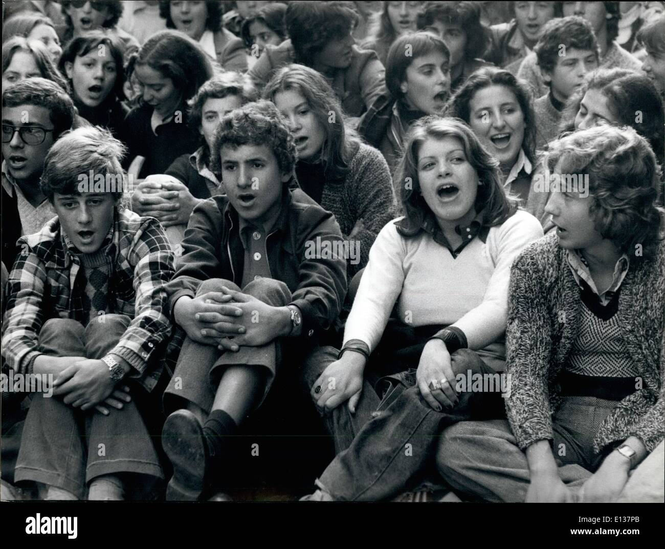 Feb. 29, 2012 - Rome, Nov. 11, 1975. Are they singing Celeste Aida ???? No, they are claiming the attention of the government about the lack of the classrooms the Roman school. - Stock Image