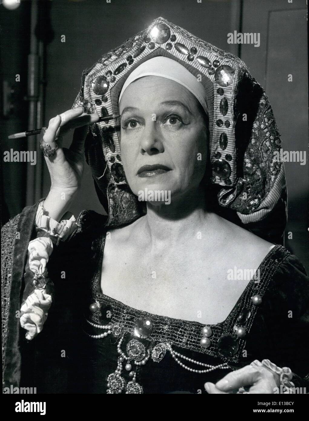 Feb. 29, 2012 - Cornelia Otis Skinner as Katherine of Aragon, one of a vast Repertoire of Characterizations used in her One woman show. Cornelia Otis Skinner - a One Woman Show from America: Touring the provinces and having a great success is American entertainer Cornelia Otis Skinner. At 51 she says she continues to work ''because she wants to live comfortably..'' and yet she is happily married to a retired New York banker who is one of her greatest admirers. She is famous for her rapid changes and many characterizations - Stock Image