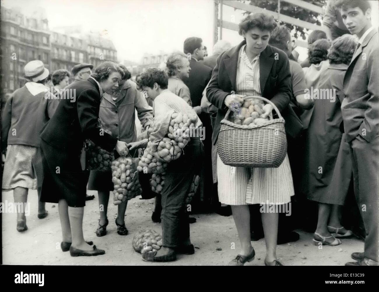 Feb. 29, 2012 - 1 Kilo of potatoes for only 20 centimes: producers from Finistere sent 50 tons of potatoes directly to the markets on Paris where they sold them for 20 centimes a kilo. photo shows Housewives with prepared 5 kilo parcels of potatoes for only 1 Franc. - Stock Image