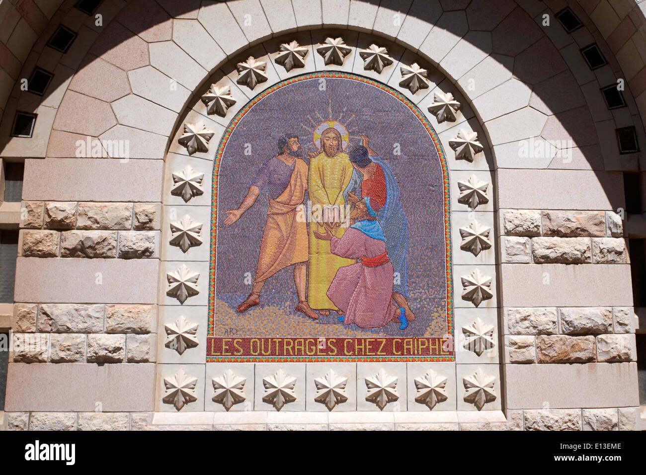 Les outrages chez Caiphe - Jesus is arrested - mosaic at The Church of Saint Peter in Gallicantu, Jerusalem, Holy Land - Stock Image