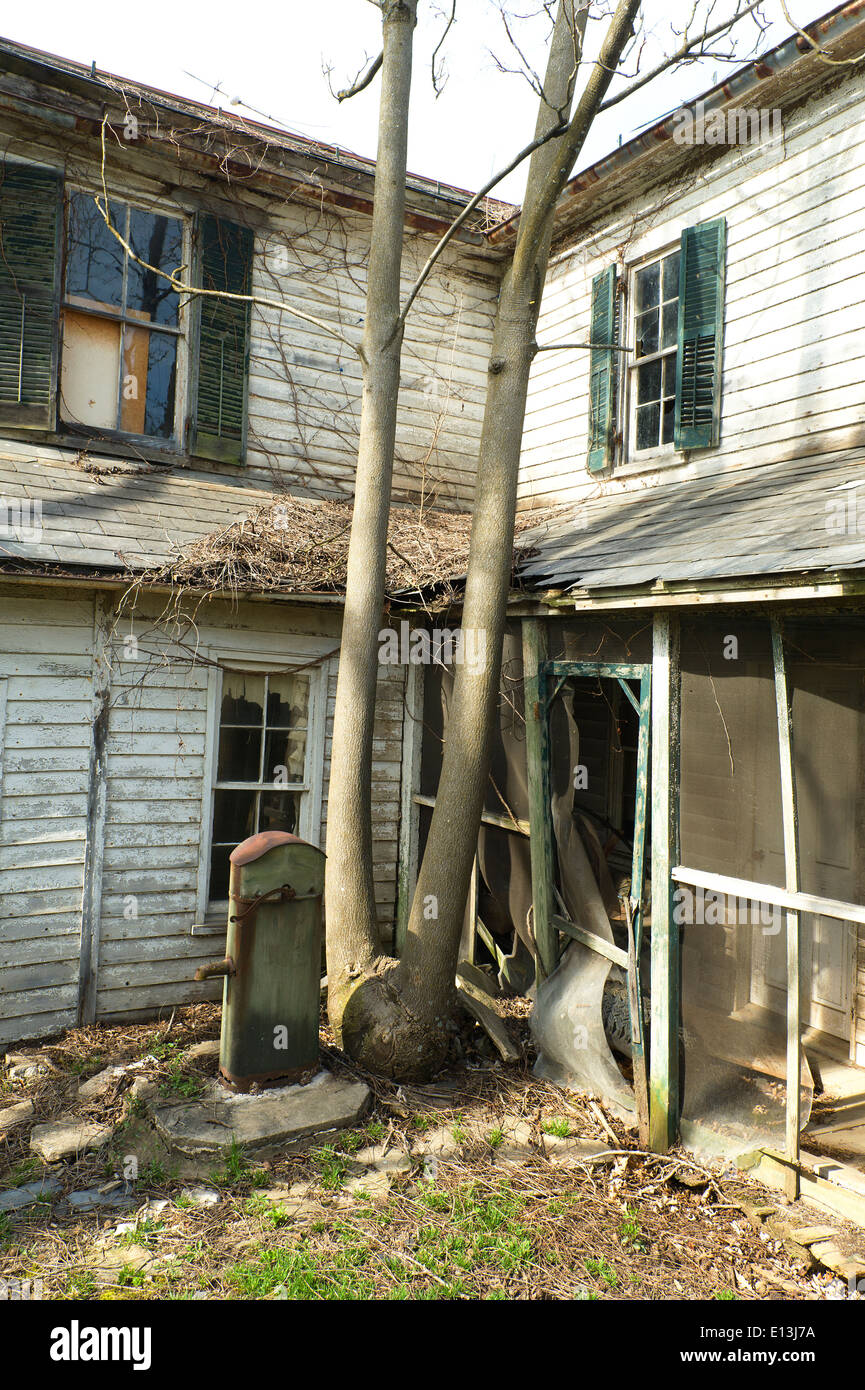 Old abandoned house in rural Virginia, USA. - Stock Image
