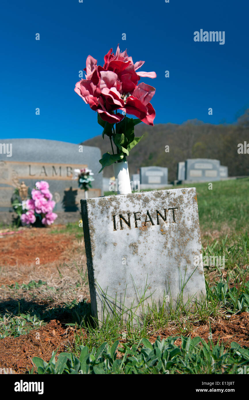 Tombstone for an unnamed infant in an American graveyard. - Stock Image