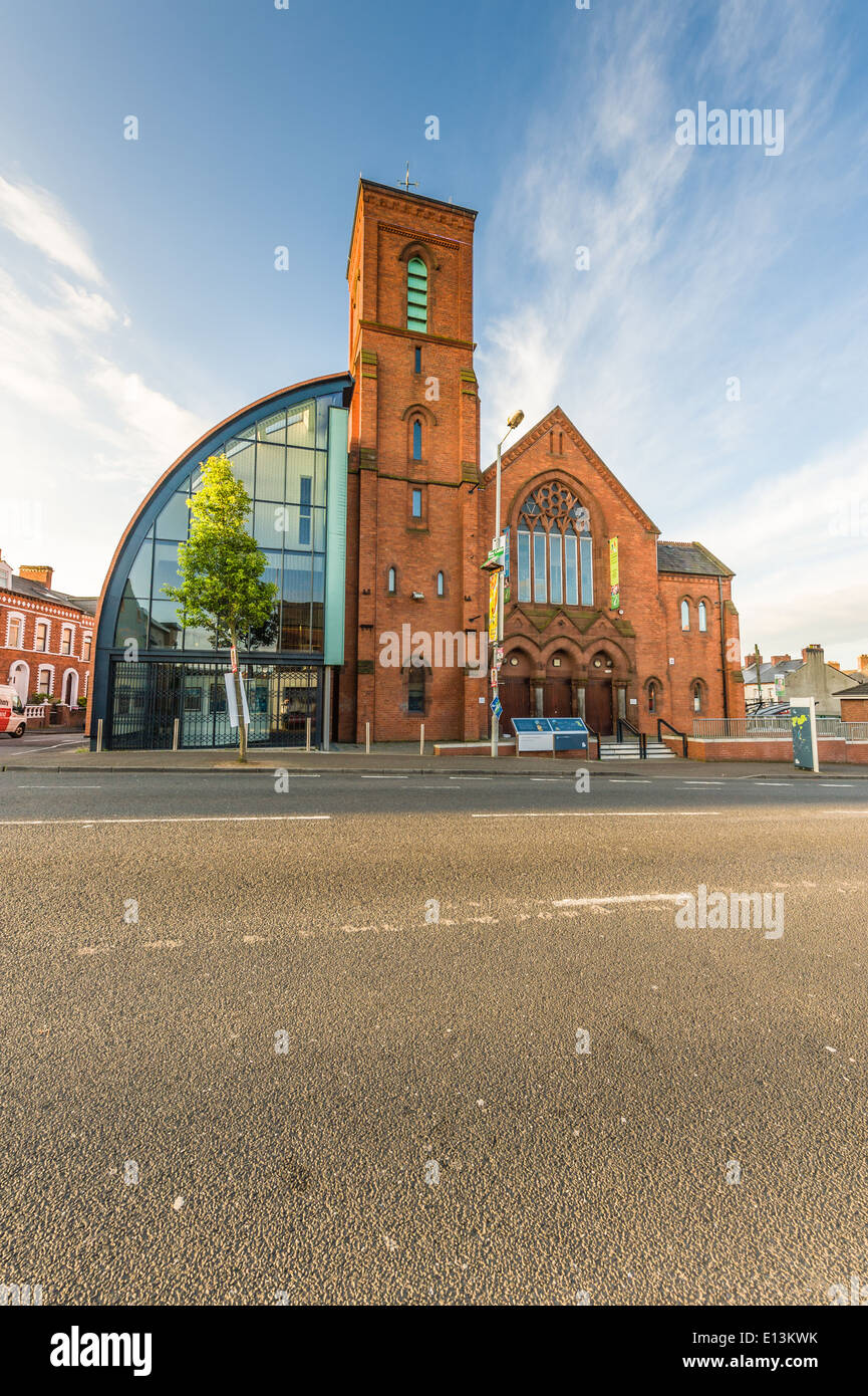 Culturlann, Falls Road, Belfast, a former Presbyterian Church which is now used to promote Irish culture. - Stock Image