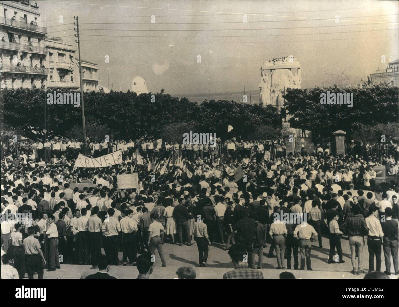Mar. 22, 2012 - Riot in Algiers: General view of the crowd of Nationalist Frenchmen Marching to the ''Unknown Soldier's Moment' - Stock Image