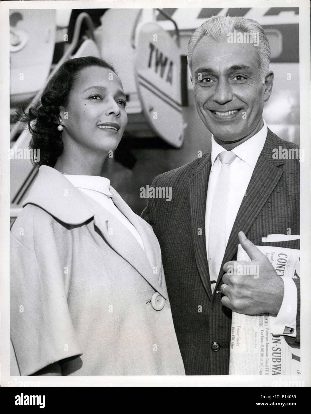 Mar. 31, 2012 - Honeymooners Dorothy Dandridge and Jack Denison, married only last Monday in Los Angeles, leave us via TWA's jetliner to San Francisco, they were in town for Miss Dandridges latest movie ''Porgy and Bess'' which opened wedensday. - Stock Image
