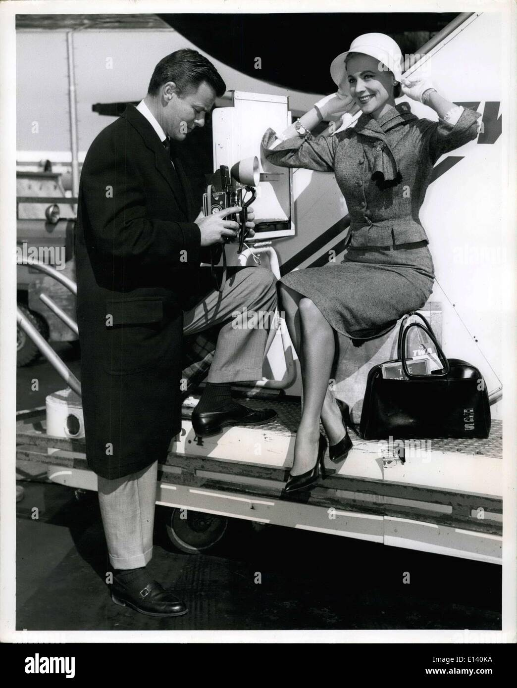 Mar. 31, 2012 - Anne Jeffreys Is The Pretty Subject For Her ''Photographer'' Husband, Robert Sterling, Prior To Boarding A TWA Flight To Los Angeles. The Popular TV And Screen Couple Are Returning From A Recent Tour Of Europe. - Stock Image