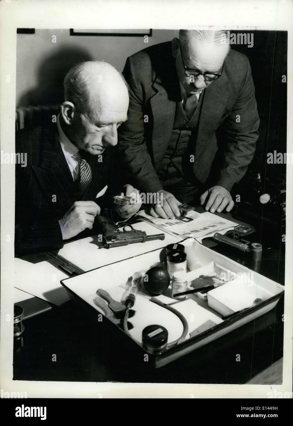Apr. 04, 2012 - Head of Fingerprint & Photographic Department:Chief Superintendent J.Livangs, M.B.E, confers with a senior staff member (standing) - Stock Image