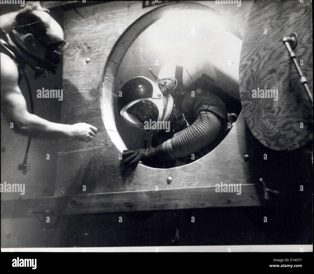 Apr. 04, 2012 - Outer Space Training - Underwater: To get the effects of Weightlessness in outer space, astronauts may now e trained - underwater. By Operating in conditions of natural buoyancy, they learn to control and adapt their bodily movements in Unearthly;y gravitational environments. At Boeing Astronautical center in the U.S., reactions are carefully being compiled and analyzed.Exercises are performed in strict accordance in Strict with bodily movements required of spaceman in distant space voyage - Stock Image